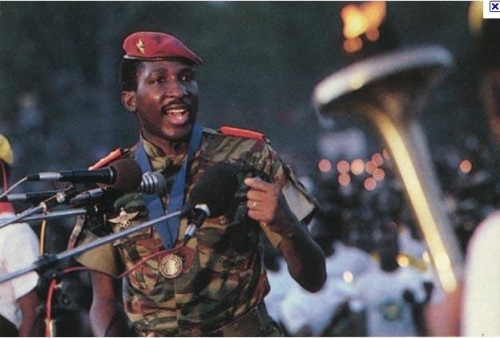 Image of Thomas Sankara addressing a rally