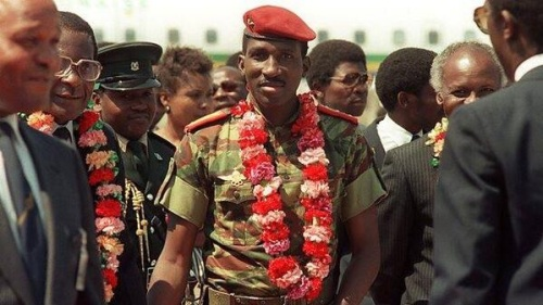Captain Thomas Sankara in Harare flanked by the first prime minister of Zimbabwe Robert Gabriel Mugabe, and Zimbabwe's first president Canaan Sodindo Banana.